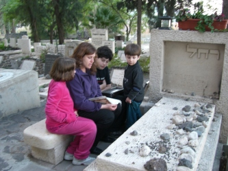 Our beloved Cantor Rachel Stock Spilker at the grave of Raquel with her 3 children: Eiden, Mirit and Liam with Rachel singing Raquel's songs... (old photo from archives) Photo credit: Rabbi Spilker